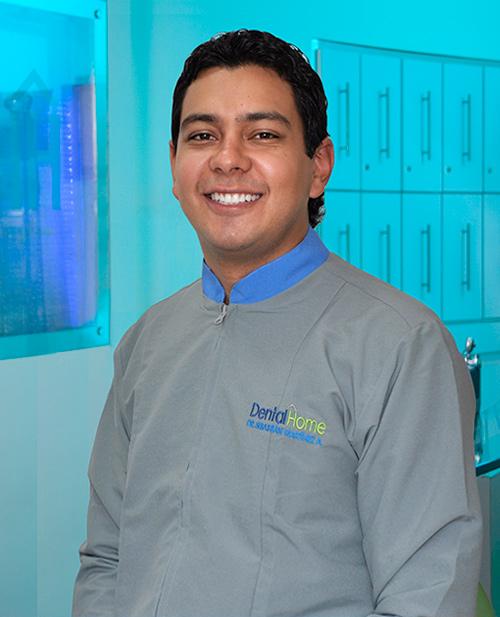 Odontólogo especialista en implantes dentales Sebastian Martínez