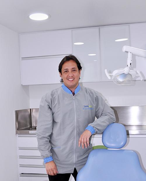 Odontologos en medellin: Especialista en estetica dental - Carlos Mario Betancourt