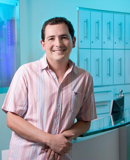 Odontologos en medellin especialistas en endodoncia: Diego Alejandro Mejia